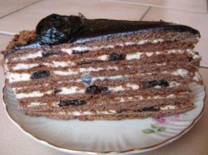 Кусочек торта Чернослив в шоколаде