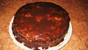 Смазываем торт глазурью