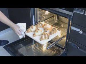 Достаем рогалики из духовки