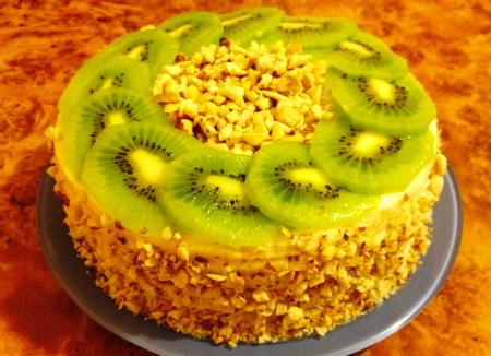 Торт на сковородке со сгущенкой и фруктами