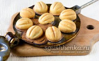 Формируем шарики в форму для орешков