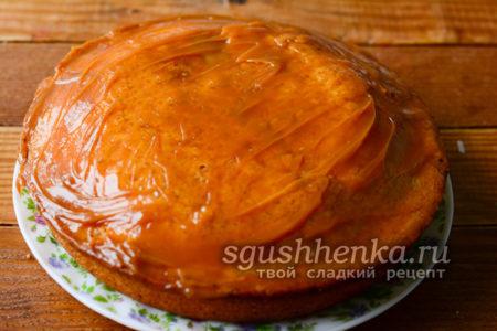 перелейте тесто в форму для выпекания и готовьте 40 минут