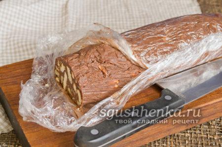 готовая колбаска с печеньем