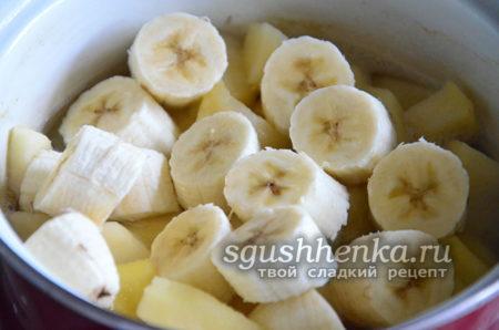 Бананы в кастрюле