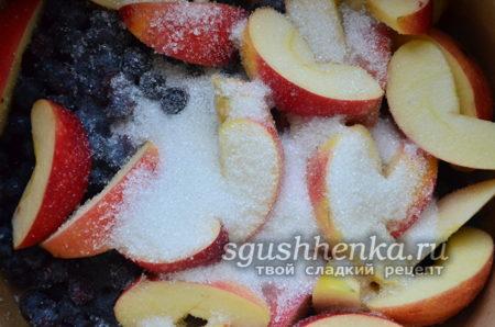 яблоки, виноград и сахар
