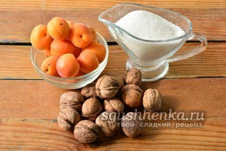Абрикосы, орехи и сахар