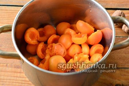 Вымытые абрикосы