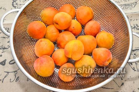 абрикосы в дуршлаке