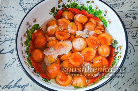 абрикосы пустили сок