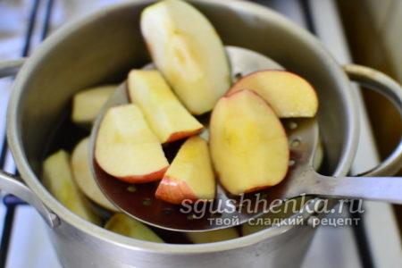 Вынимаем яблоки