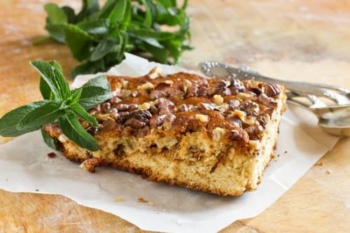 Пирог с орехами и сгущенкой