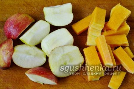 нарезать яблоки и тыкву