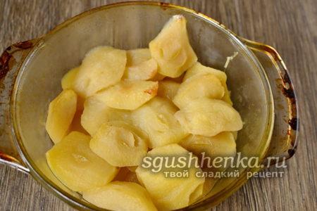 выпекать яблоки до мягкости