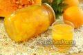 банка с ярко оранжевым компотом