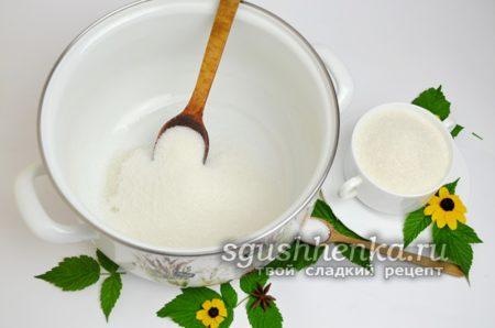 сахар в кастрюле