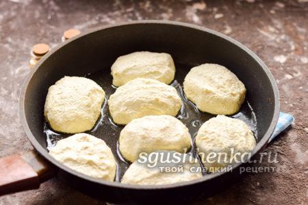 жарить сырники