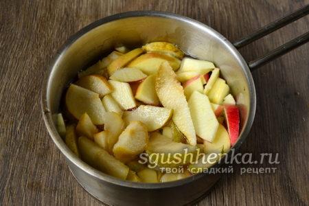 варим яблоки и груши в сиропе