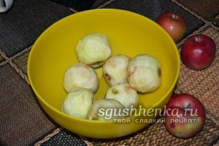 очищаем яблоки