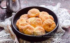 печенье в тарелке