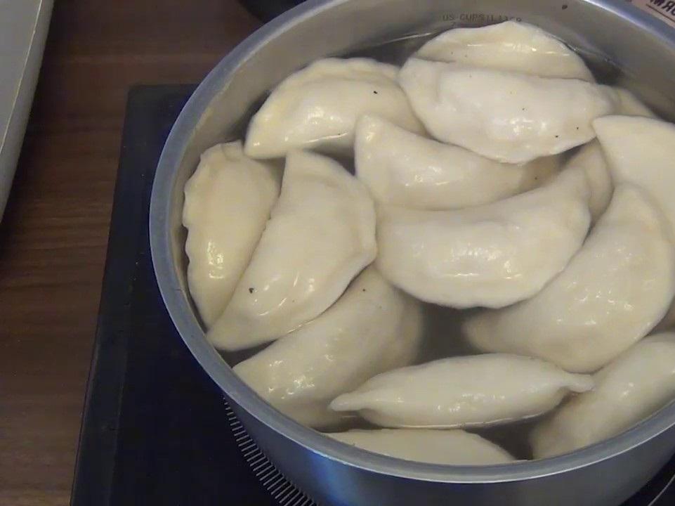 Сколько варить замороженные вареники с вишней
