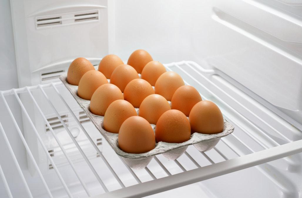 можно ли держать яйца в холодильнике