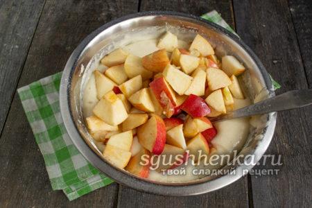 добавить яблок в тесто