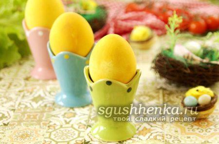 покрасить яйца куркумой