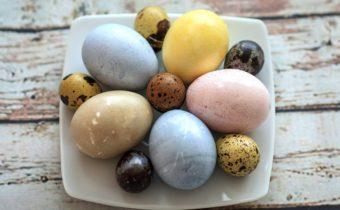 Как покрасить яйца на Пасху своими руками, без красителей
