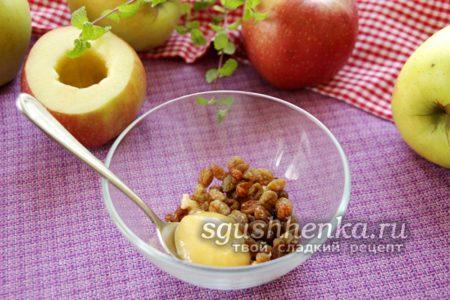 смешать мед и орехи