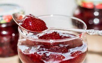 """Варенье из клубники с целыми ягодами """"5 минутка"""": классические рецепты с фото"""