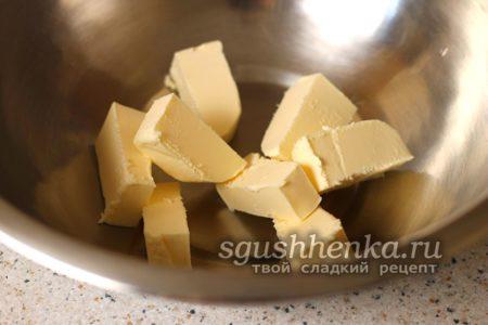 сливочное масло выложить в миску