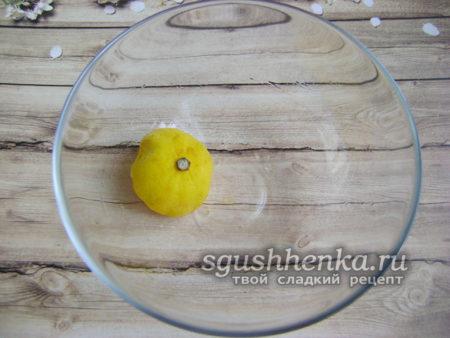 стенки посуды смазать лимонным соком.