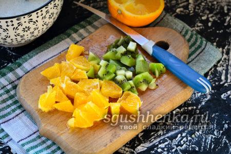 нарезать фрукты кубикам