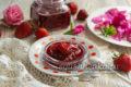 клубничное варенье с лепестками роз