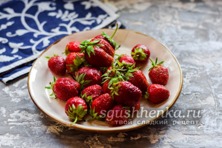 выбрать ягоды без повреждений