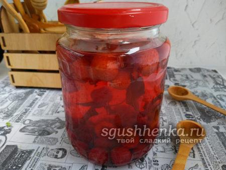 компот ассорти из ягод и базилика