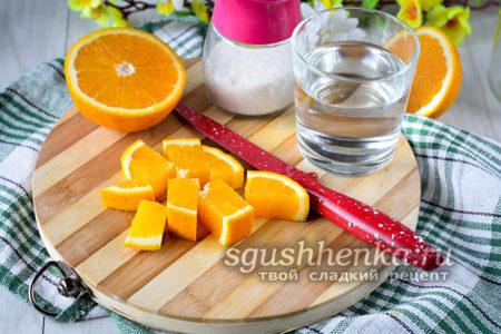 апельсины нарезать кусочками