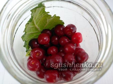 всыпать ягоды вишни