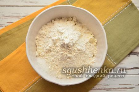 добавить пшеничную муку