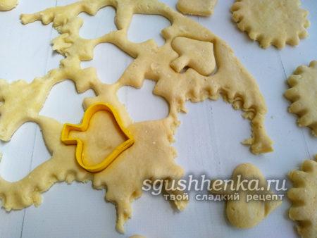 вырезать печенье вырубками