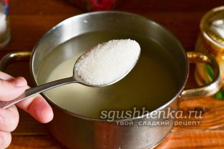 всыпать сахар