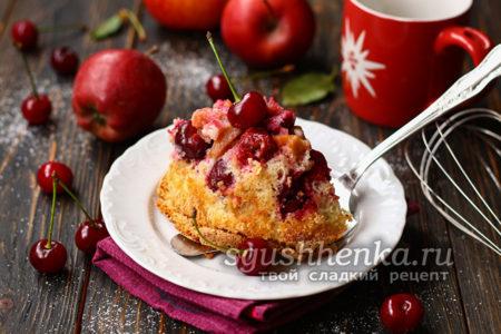шарлотка с яблоками и вишней