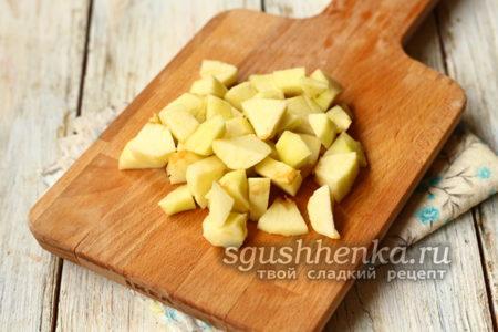 яблоко нарезать кубиком