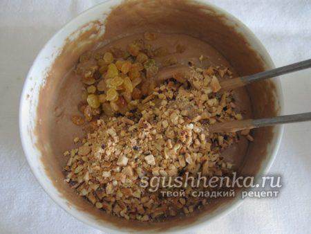 добавить изюм и арахис