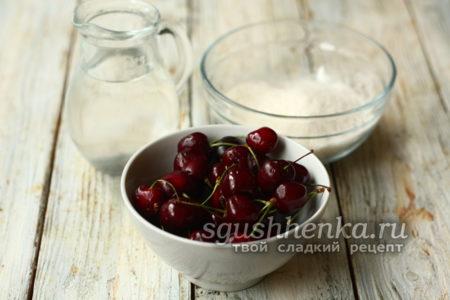 черешня, сахар и вода