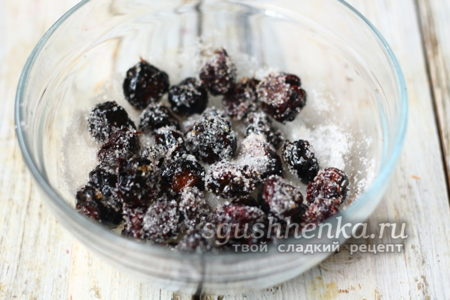 ягоды обвалять в сахаре