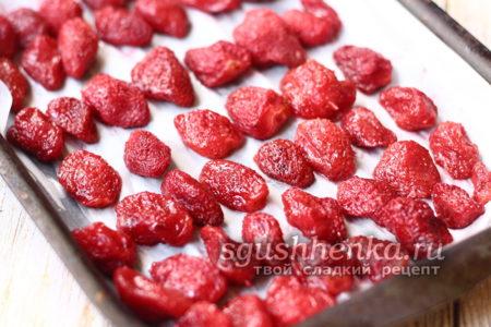 ягода на противне