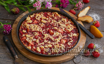 ленивый пирог с вареньем и фруктами