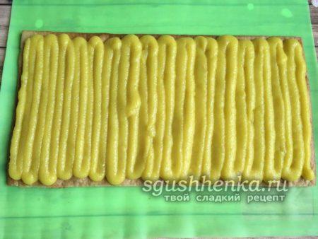 промазать желтым кремом