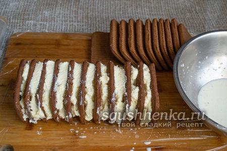 прижать печенье к крему